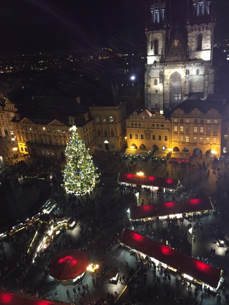 Adventní Staroměstské náměstí pohledem z Orloje - Foto: Petra Aslan
