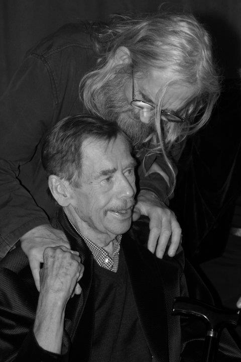Václav Havel a Vratislav Brabenec na oslavě narozenin 1. října 2011 - Foto: Eugen Kukla