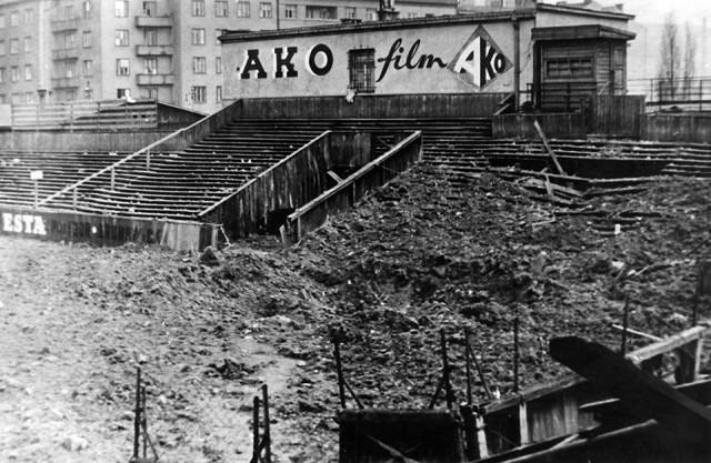 Na konci války byl stadion u Botiče částečně zničen při únorovém bombardování Prahy. - Archiv: bohemians.cz