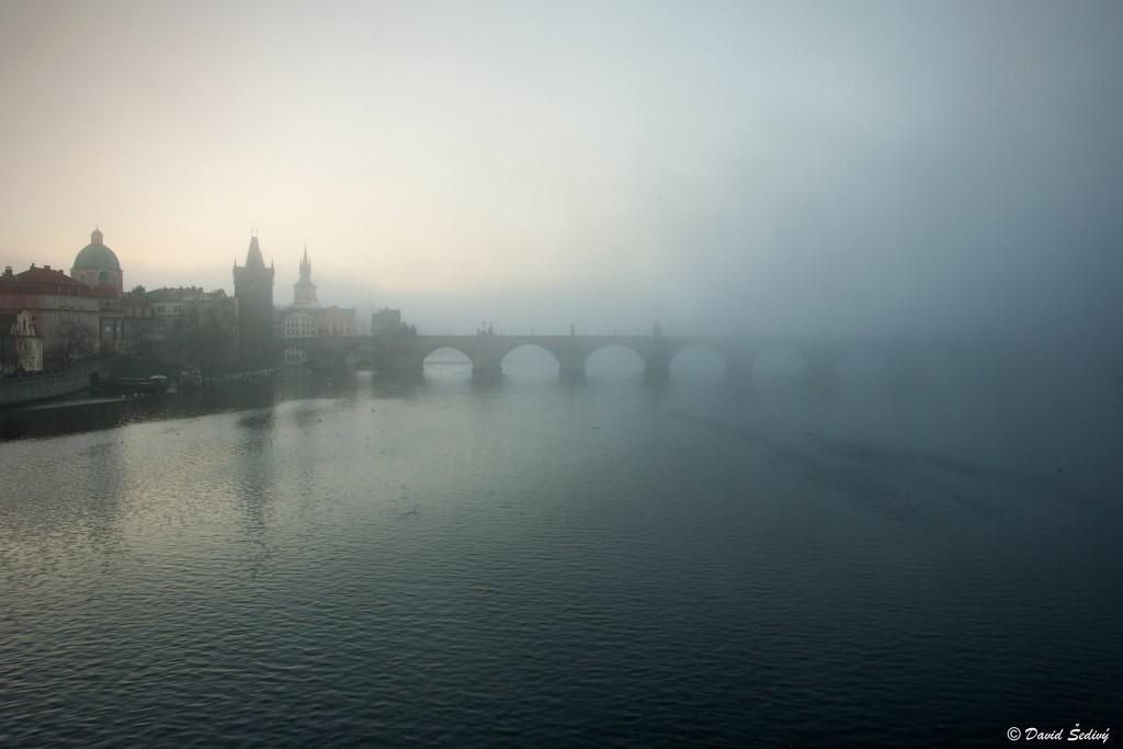 Most do mlhy zahalen - Foto: David Šedivý