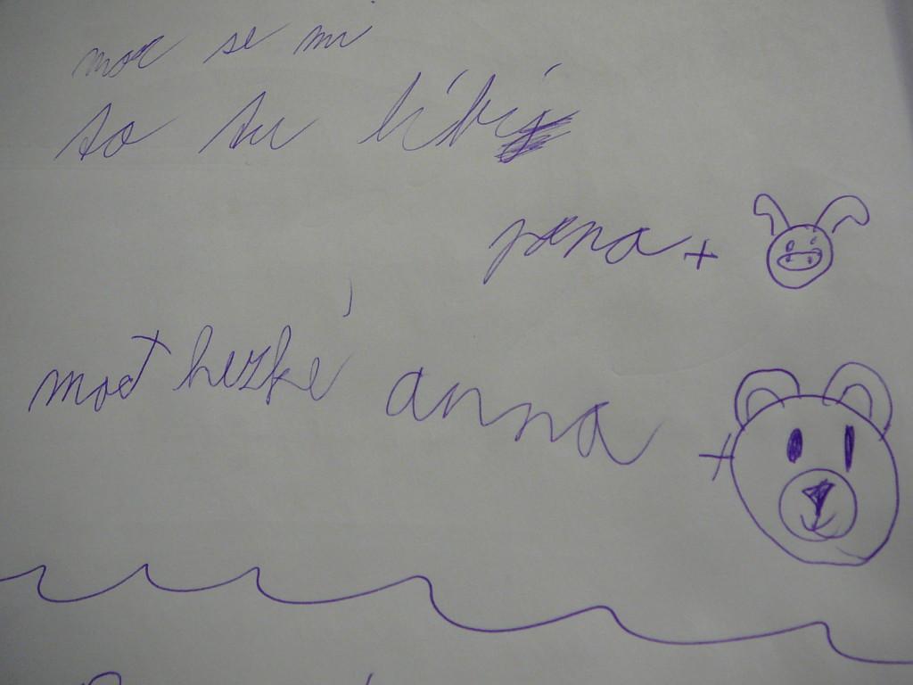 Milý vzkaz od malých návštěvníků výstavy. Za slova chvály děkujeme Janičce s prasátkem a Aničce s medvídkem :-)