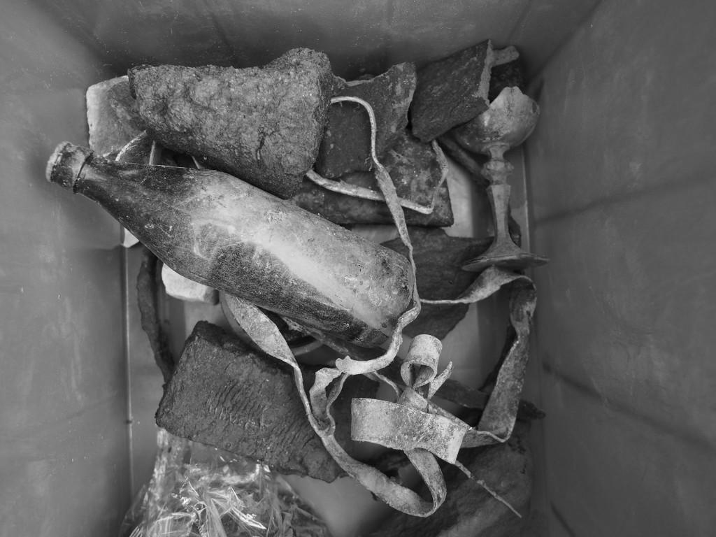 Malá část z vylovených předmětů v okolí základů pilíře zaniklého Juditina mostu. Praha 22.II.2016. - Foto: Eugen Kukla