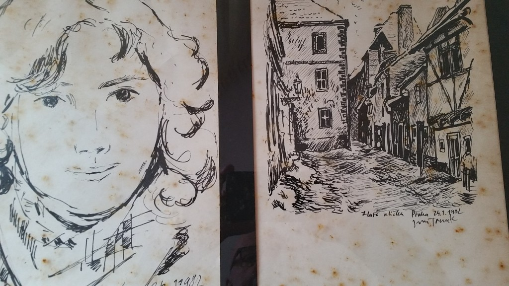 Obrázky neznámého umělce, který kreslil v roce 1982 ve Zlaté uličce - Zdroj: paulocoelhoblog.com