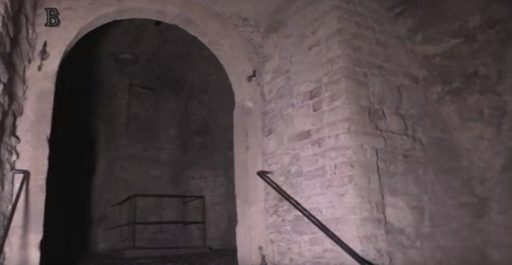Podzemí Staroměstské radnice byly původně domy, které stály na úronvě ulice. Dnes jsou šest metrů pod zemí. - Foto: repo z Jaroslav Mareš