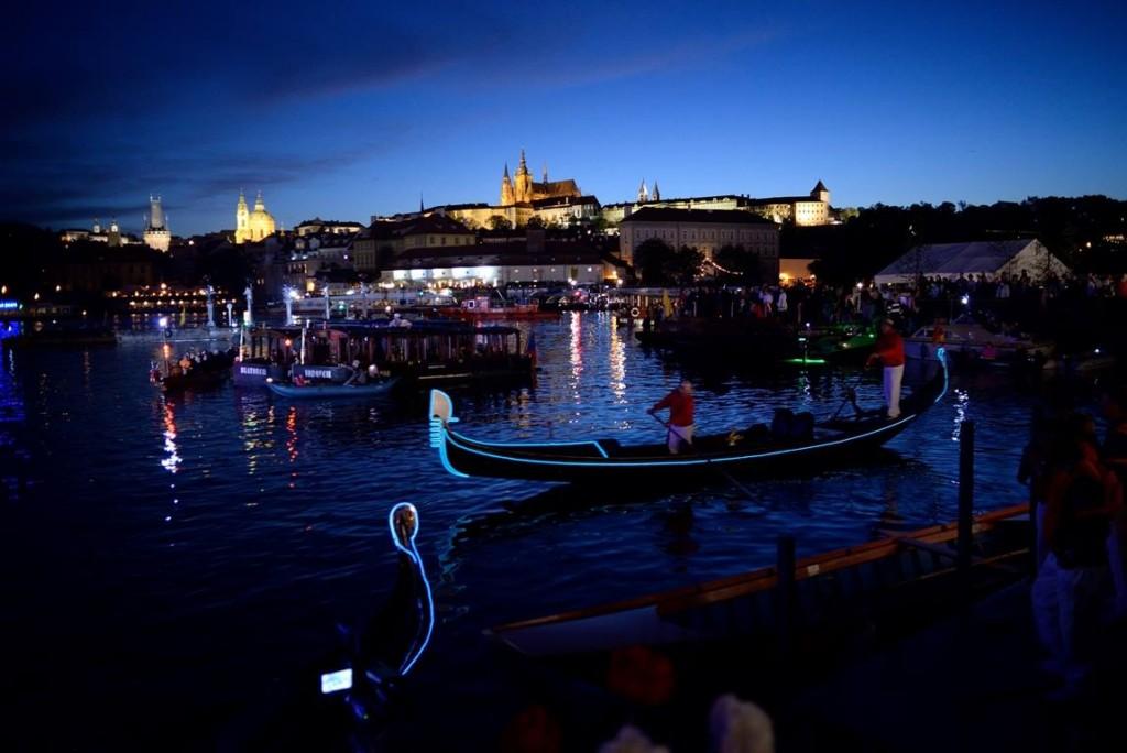 Gondoly na Vltavě během Svatojánských slavností Navalis - Zdroj: Facebooková stránka Svatojánske slavnosti Navalis - The St. John's Festival Navalis