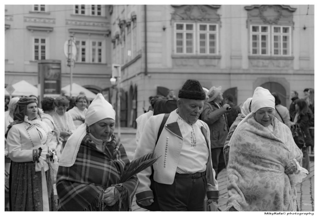 Svatojánské procesí na Karlově mostě - Foto: Michael Rafael Pláteník