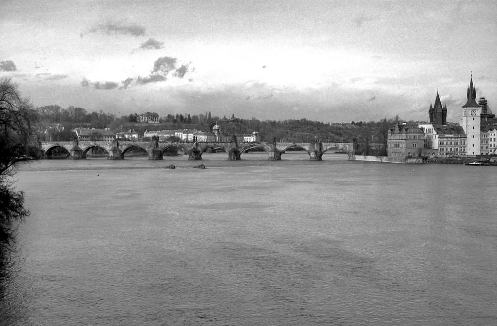 Karlův most; 1981 - Foto: Miroslav Fapšo