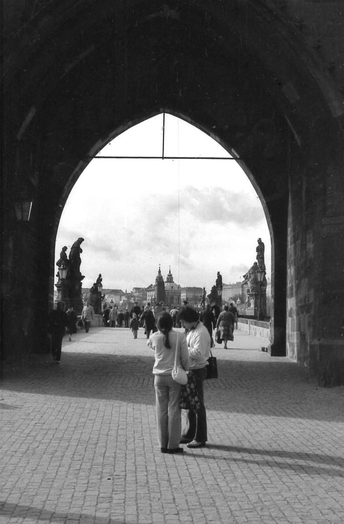 Pod Staroměstskou mosteckou věží; 1981 - Foto: Miroslav Fapšo