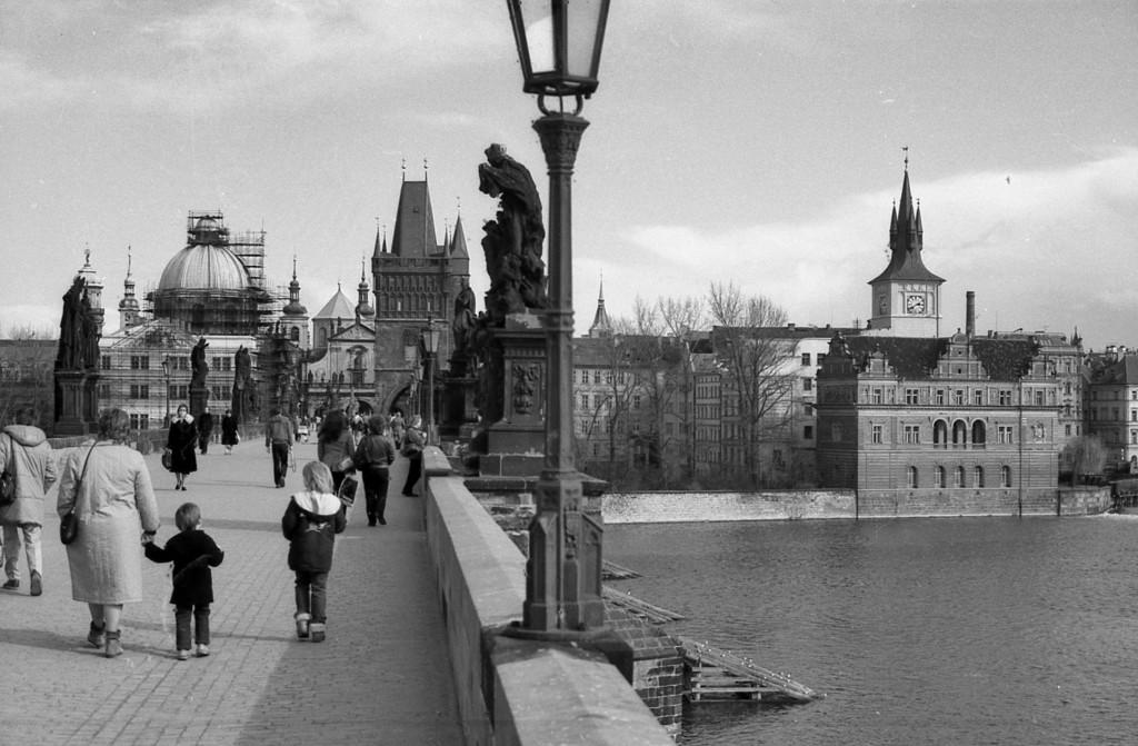 Na Karlově mostě; 1981 - Foto: Miroslav Fapšo