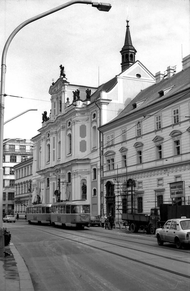 Průčelí kostela svaté Voršily na Národní třídě; 1981 - Foto: Miroslav Fapšo