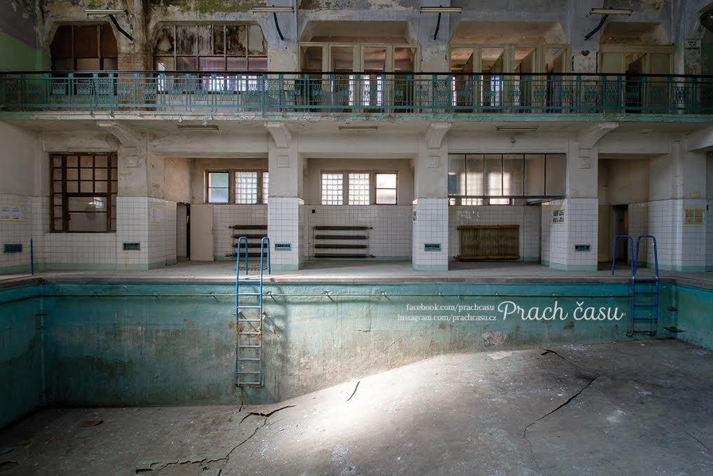 Bazén v Karlových lázních - Foto: Václav Lacena, Prach času