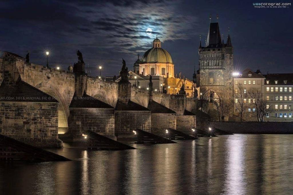 Dobrou noc, Praho - Foto: Michal Fic
