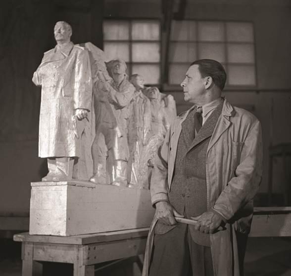 Sochař Otakar Švec spáchal ještě před dokončením díla se svou manželkou sebevraždu
