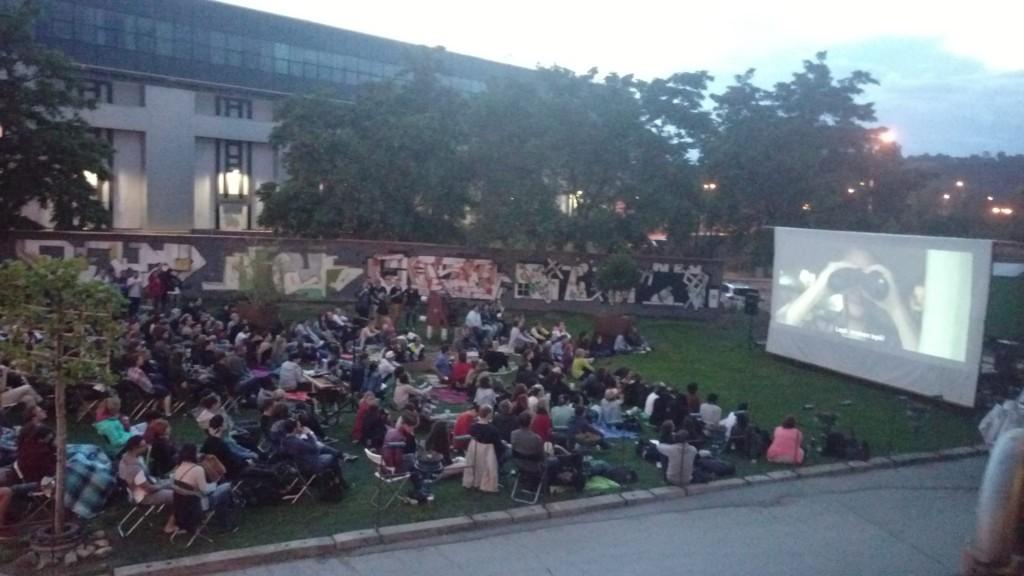 Letní kino před Crossem - Zdroj: Facebook CROSS][CLUB - officiall