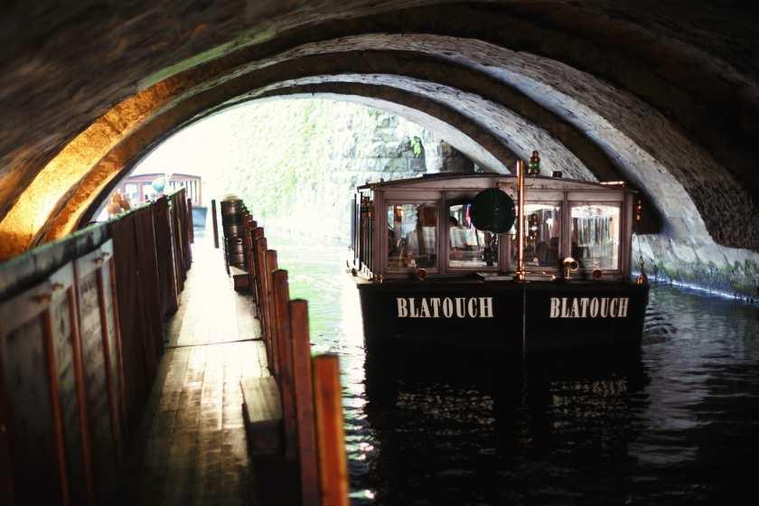 Plavbas pod obloukem Juditina mostu - Foto: Pražské Benátky