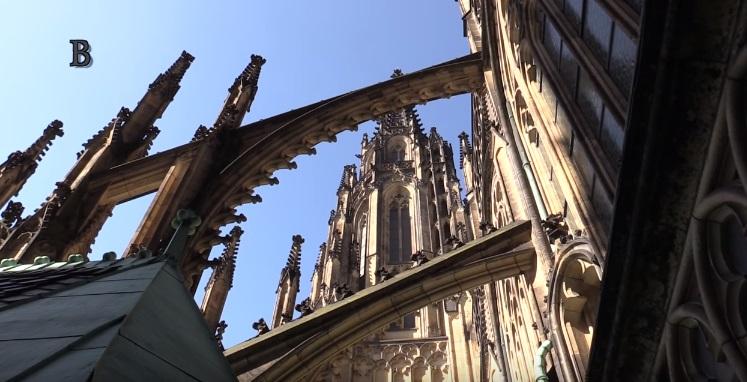 Pohled do opěrného systému katedrály - Foto: Jaroslav Mareš - Badatele.net