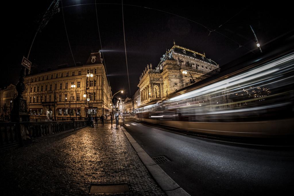 Když už cestuji po Praze tak hlavně tramvají, tohle je poslední fotka z focení v ten večer.- Foto: Milan Bachan