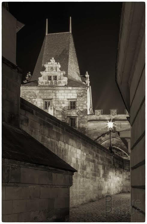 MOSTECKÁ VĚŽ Tato věž kdysi patřila k Juditinu mostu. - Foto: Ivan Bárta